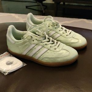 Adidas sniffles size 5 male